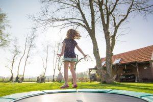 Trampolina – jak wybrać model dla dziecka?